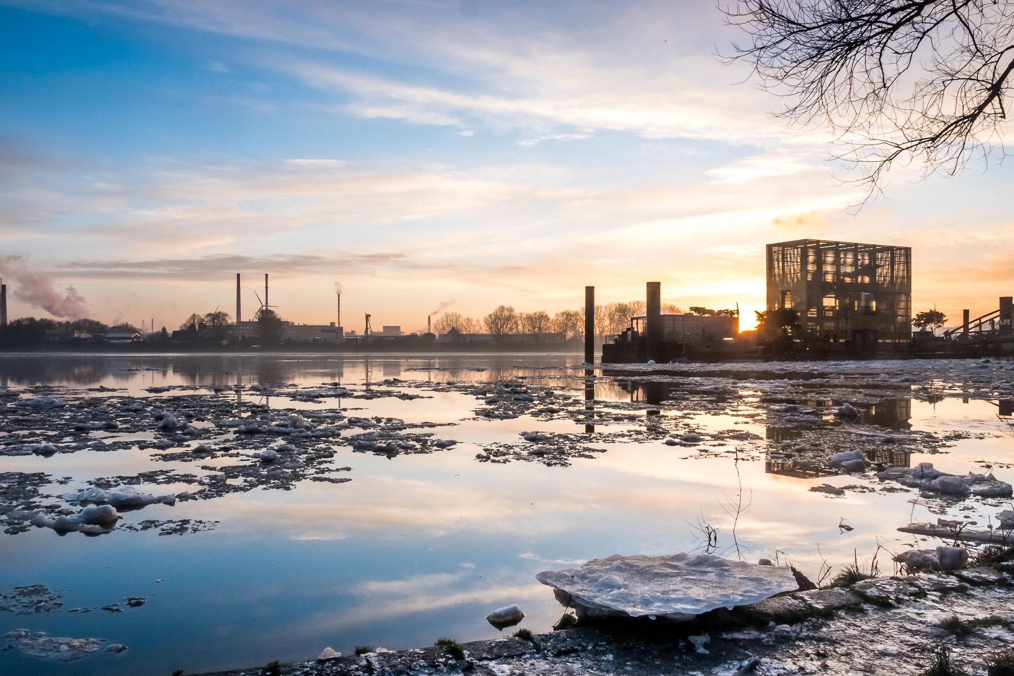 Eisschollen auf der Elbe
